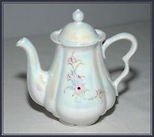 Teiera bianco perlato in ceramica vintage decorata con decorazioni floreali mano