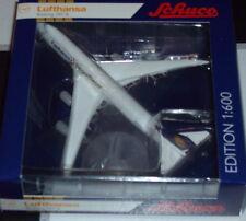 """Schuco 40 355 1642 Lufthansa Boeing 747-8 """"Fanhansa Siegerflieger"""""""