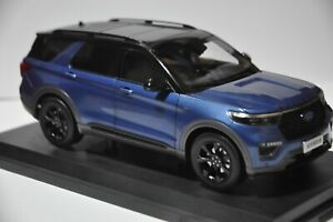 Ford Explorer 6th Generation SUV model in scale 1:18 Blue