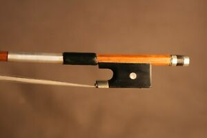 A FINE OLD ANTIQUE 19TH CENTURY FRENCH MASTER VIOLIN BOW, SCHOOL OF SIMON.