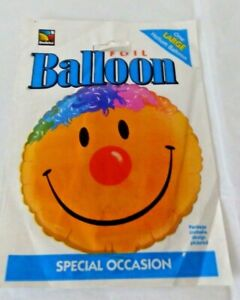 A LARGE QUALATEX SMILEY FACE FOIL BALLOON.