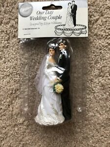 Vintage Wilton Wedding Cake Topper of Bride and Groom