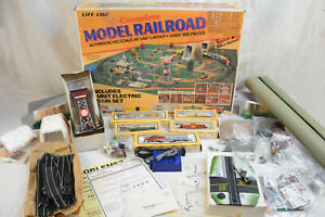 VINTAGE 80s LIFE-LIKE NO. 8892 COMPLETE MODEL RAILROAD TRAIN SET OVER 100 PIECES