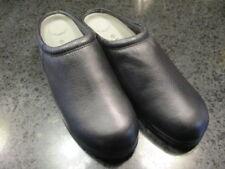 Red Cross Women's Ultrasoft Clogs Size 11 Black