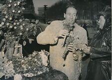 Mel Ferrer 1954 - Acteur Américain à Paris Fleuriste de Rue - PR 103