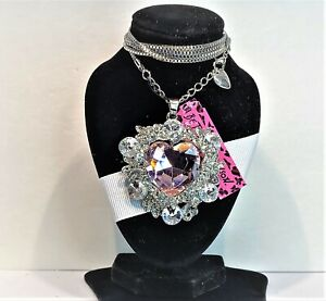 BETSEY JOHNSON SILVER PENDANT PINK HEART SURROUNDED WITH CRYSTALS SILVER CHAIN