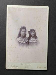 Victorian Photo: Cabinet Card: Two Pretty Girls: Astruc Bergerac
