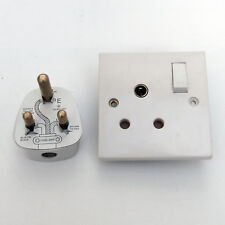 WHITE 15A ROUND PIN PLUG & SOCKET +SWITCH 86mm SQUARE 15 AMP 250V PUBS SHOPS etc