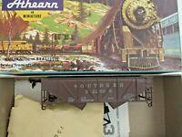 HO scale Athearn Southern 34'  composite side 2 bay hopper  vintage  Rare 322006
