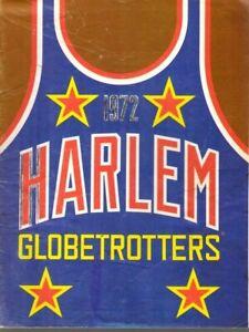 1972  Harlem Globetrotters, Basketball Yearbook Magazine, Meadowlark Lemon ~Fair