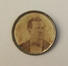 Vintage Portrait Photograph Button ?