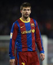 Gerard Pique UNSIGNED photo - H2637 - Spanish professional footballer
