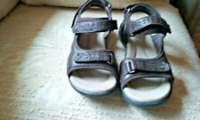 CLARKS BROWN LEATHER STRAPPY SHOES - SANDALS, Size 8 M
