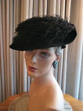 STAND-OUT 40'S BLACK SCULPTURED FELT HAT W/SWIRLING BLACK OSTRICH PLUME