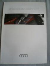 AUDI 500 serie accessori e regali BROCHURE c1990 Inglese & TESTO TEDESCO