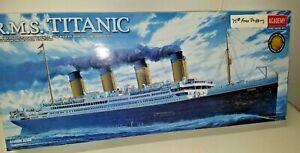 Academy  HMS Titanic Plastic Ship Model Kit 1/400 Scale 6391
