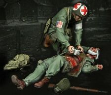 1/35 WW2 RESIN MODEL KIT FIGURES US MEDIC AND WOUNDED (2 TOP QUALITY FIGURES)