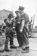 WW2 - Photo - Scaphandrier anglais sur le port de  Cherbourg en juillet 1944