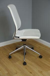VITRA Schreibtischstuhl Meda M9 Leder weiss Design Alberto Meda
