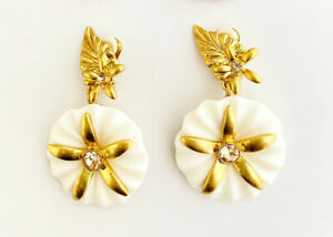 OSCAR DE LA RENTA Signed Pink & White Acrylic Flower Clip statement Earrings.