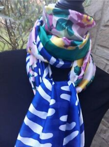 BLUE ANIMAL PRINT AND  FLORAL SCARF LADIES FASHION 2 PRINTS IN 1 BNWOT