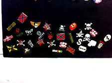 + LOTTO 31 SPILLE SAGOMATE GUPPO MUSICALE ROCK TESCHIO E CANTANTI U2 pins