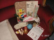 petite valise ancienne d'enfant garnie, couture, tricotin, ,mercerie,abécédaire