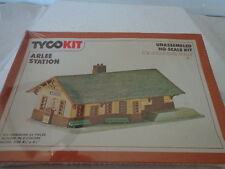 VINTAGE TYCO HO SCALE ARLEE STATION  W/MOLDED COLORS
