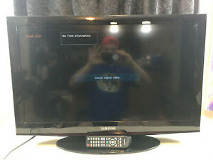"Samsung 32"" LCD Flat Screen Television with Remote LN32D405"