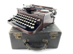Vintage 1930's Royal Model P Wood Grain Portable Typewriter w/ Case