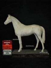 +# A015452_01 Goebel Archiv Muster Tier Animal Pferd Horse mit Holzpodest 32-312