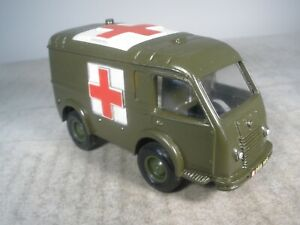 Dinky toy Militaire Renault Army Ambulance #807 BY FRENCH DINKY TOYS