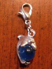 charms argentée dauphin perle oeil de chat en verre bleu foncé