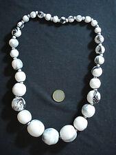 collana lunga perle legno aereografate bianco nero etnico tribale bigiotteria