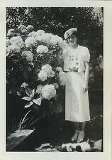 PHOTO ANCIENNE - VINTAGE SNAPSHOT - FEMME ÉLÉGANCE MODE FLEURS - FASHION FLOWERS