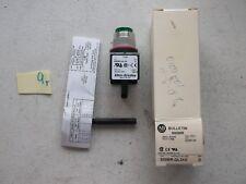 NEW IN BOX  ALLEN BRADLEYGREEN LED SMALL ROUND PILOT LIGHT 800MR-QL24G  (162-1)