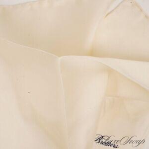 NWT #1 MENSWEAR Brooks Brothers Vanilla Cream Hand Rolled Silk Pocket Square NR