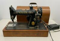 Vintage Singer Electric Sewing Machine   Wood Case With Key And Some Accessories