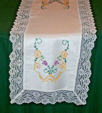 VINTAGE FLORAL EMBROIDERED RUNNER, CHANTILLY LACE TRIM, EX. COND., c1950