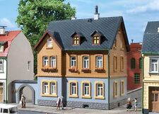 12258 Auhagen Ho Kit of Factory residence - C-10 Mint - Brand New