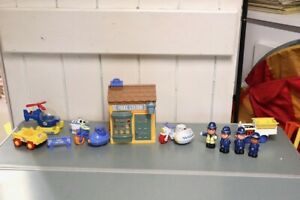 HAPPY LAND TOMY POLICE STATION with POLICEMEN MOTOR CYCLE HELICOPTER SIGN