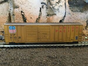 N Scale Roundhouse 50' double door boxcar UP UNION PACIFIC mtl cplrs weathered