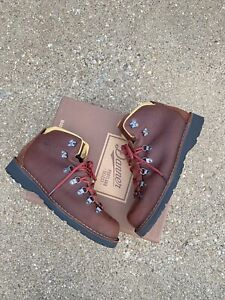 Danner Mountain Pass Boots 33293 Men's Size 9 EE Wide / EUR 43 Mink Oil Hiking