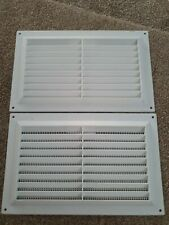 """9 """" X 6"""" White Plastic Louvre Vent Flyscreen. BRAND NEW. 2 SUPPLIED."""