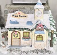 Precious Moments 2004 Christmas Hawthorne Village Rails Train Station COA 79385