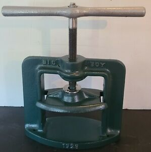 Handler 1928 Big Boy Denture Flask Press                              TP