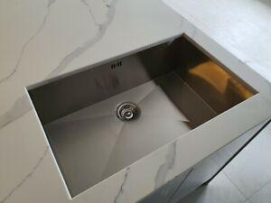 undermount kitchen sink (deep bowl)