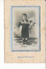 CPA CARTE PHOTOGRAPHIE Un jeune Garçon en costume de marin avec un bouquet