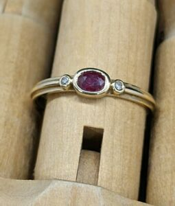 Delicate 375 9ct Yellow Gold Red & White Stone Ring sz 7 box incl 1.3gm .Uc3