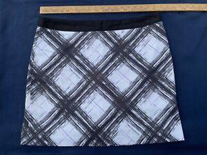 Women's Greg Norman Golf Skort Skirt, Sz 14, White Skirt w Black design. Zip